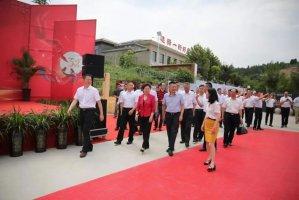 中国饭店协会韩明会长与影帝黄渤助力新东方烹饪30周年庆