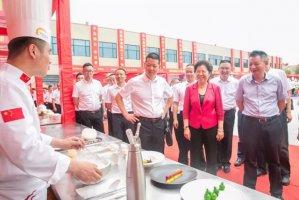三十年新东方载祝福而行,数百道名小吃传幸福味道