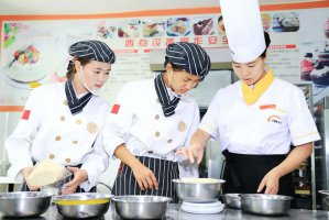 学烘焙是做学徒好还是去烘焙学校好