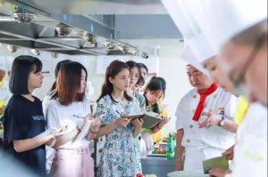柴碧云新剧开拍,新东方烹饪为该剧提供厨艺指导