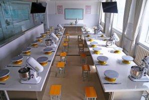 哪个学校可以学西点烘焙