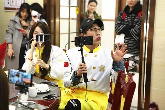 直播综艺《上学吧,吃货们》新东方开撩,网红天团诞生啦!