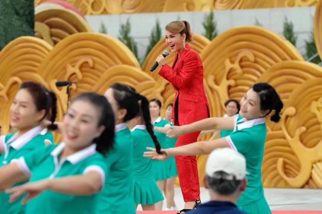 """中国味道 宁夏新东方""""面食表演团""""同凤凰传奇一起,为60大庆喝彩!"""