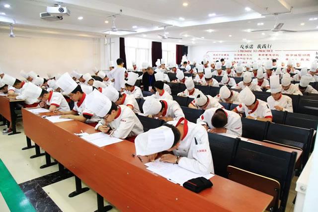 国家职业技能鉴定考试在宁夏新东方烹饪学校顺利开考