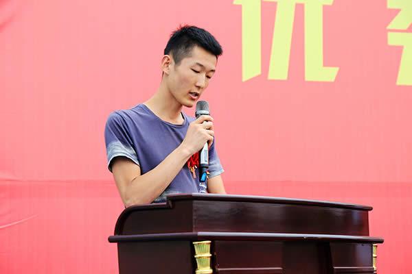 """8月20日我校成功开展""""榜样的力量!奔跑吧2018""""学子报告会及座谈会"""