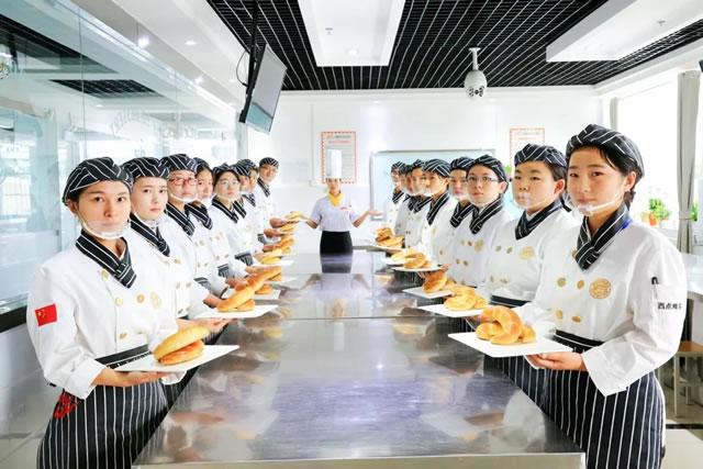 初高中毕业学厨师应该学长期专业还是短期专业?