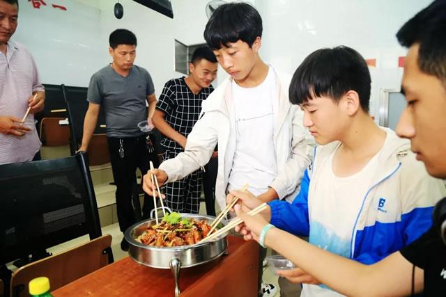 """宁夏新东方烹饪学校中餐免费试听课,让你人生有""""味""""来"""