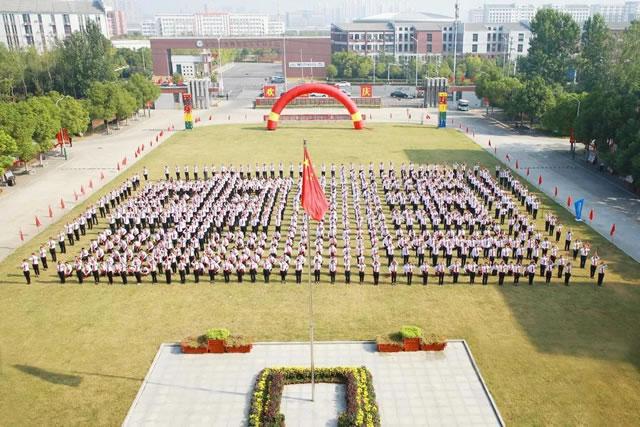 中国东方教育13万名师生献礼新中国成立70周年!