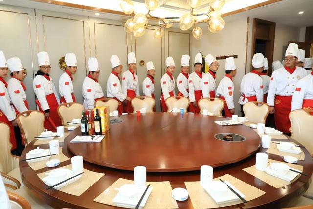 【参观名企】宁夏新东方烹饪学校中餐学子走进纳家楼餐饮公司(光耀店)