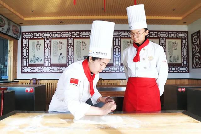 【新生专访】来到宁夏新东方,我选择学厨师轻松就业!
