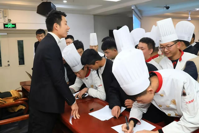【名企宣讲】专场招聘会,让学子就业无忧!