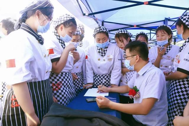 宁夏新东方技工(烹饪)学校大型校园招聘双选会暨定向班签约仪式活动圆满成功