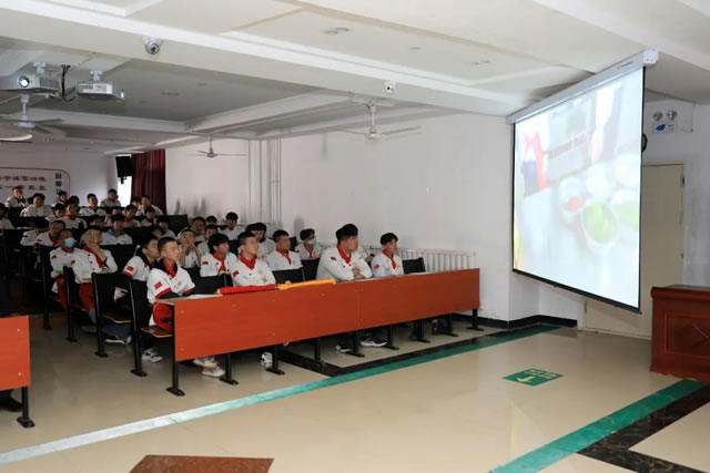 青春不散场,梦想正远航!宁夏新东方烹饪学校毕业典礼隆重举行